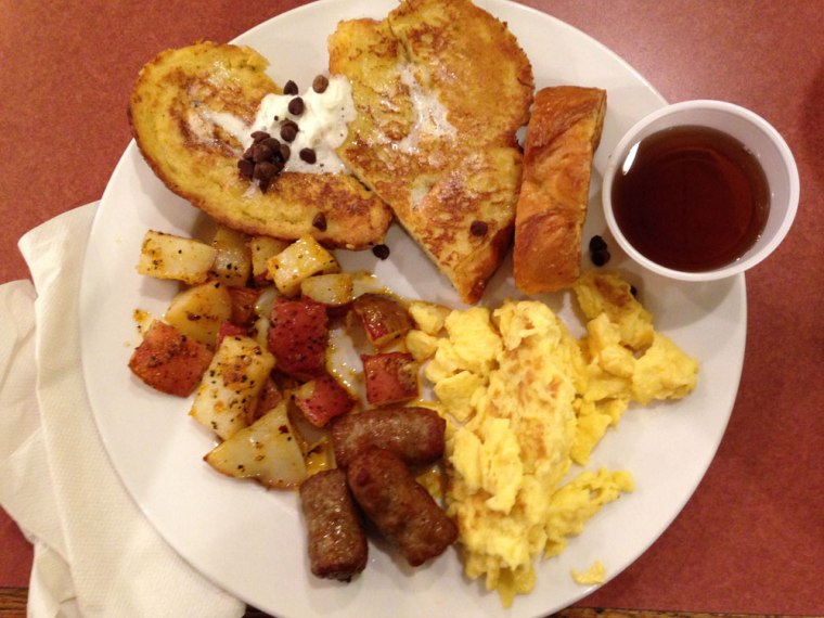 wyomissing-restaurant-french-toast-potatoes-scrambled-eggs-sausage