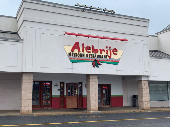 The exterior of Alebrije Mexican Restaurant's 5th Street Highway location.