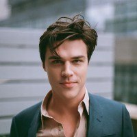 "ShakesCo plans ""Hamlet"" staged reading with Finn Wittrock"