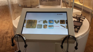 Hele museets samling kan udforskes på PC'erne.