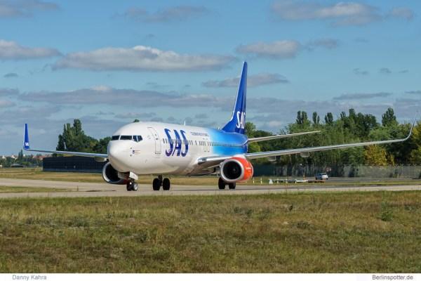 SAS Scandinavian Boeing 737-800(WL) LN-RGI (TXL 6.9. 2016)