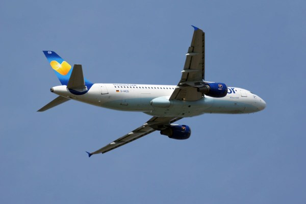 Condor Airbus A320-200 im Steigflug (© O. Pritzkow)