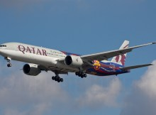 Qatar Airways, Boeing 777-300ER A7-BAE, FC Barcelona cs. (TXL 19.9. 2017)