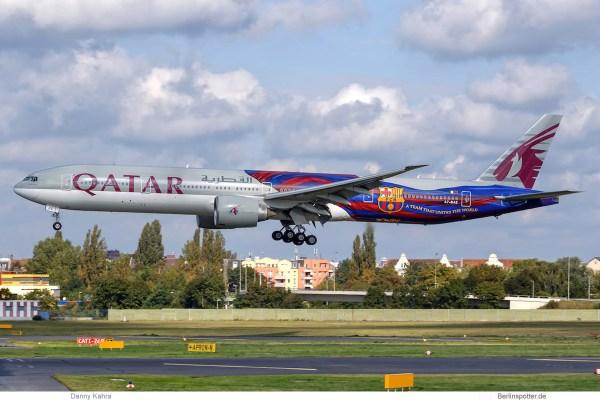 Qatar Airways, Boeing 777-300ER A7-BAE, FC Barcelona cs. (TXL 19.9. 2017)