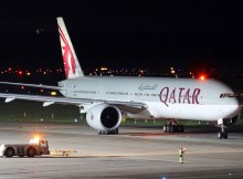 Qatar Airways Boeing 777-300ER A7-BAH (TXL 1.9. 2017)