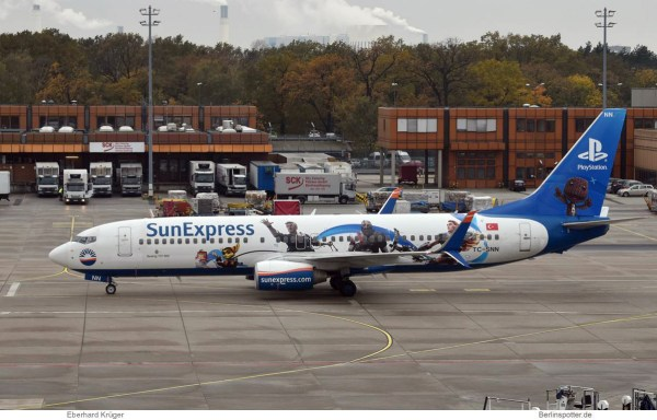 SunExpress Boeing 737-800(WL) TC-SNN, Playstation-Bemalung (TXL 2.11. 2017)