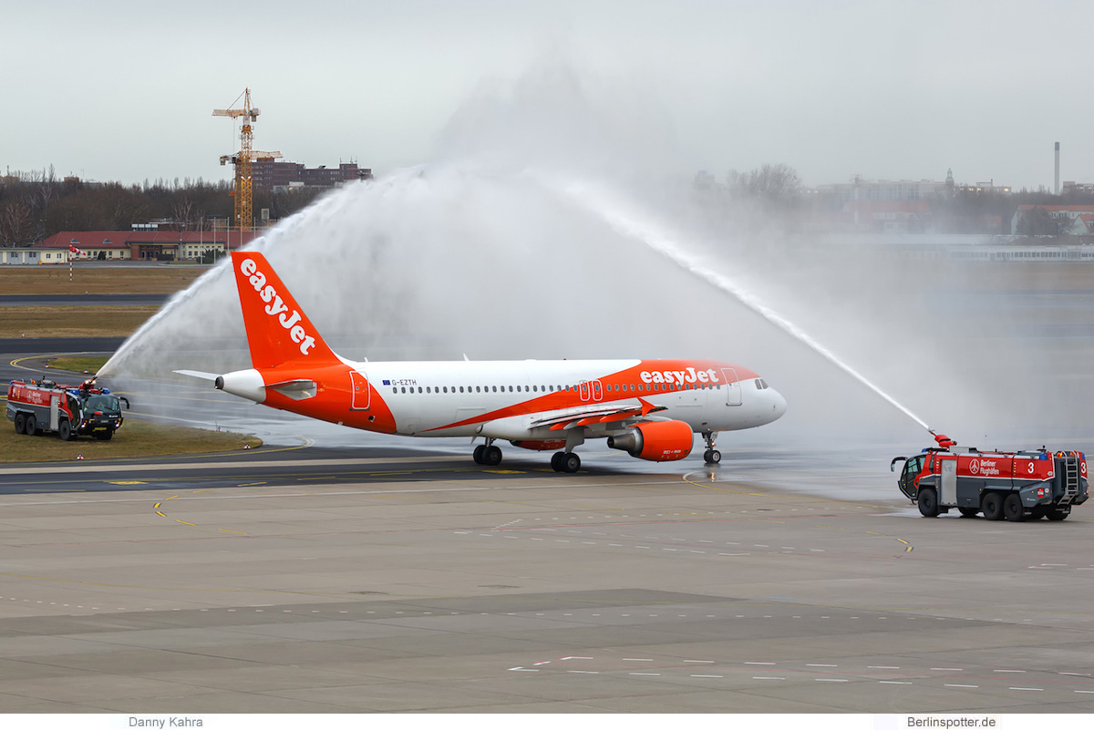 easyJet Airbus A320-200 G-EZTH