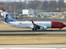 Norwegian Air International, Boeing 737-800(WL) EI-FVX, Freddie Mercury im Tail (SXF 30.3. 2018)