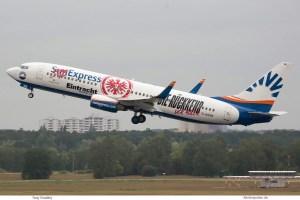 SunExpress Deutschland, 737-800(WL) D-ASXB, Eintracht Frankfurt-Bemalung (TXL 18.5. 2018)
