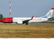 Norwegian Air International, Boeing 737-800(WL) EI-FVY, Aleksis Kivi im Tail (SXF 16.8. 2018)