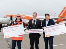 V.l.n.r. Patrick Muller (Leiter Operations der Flughafen Berlin Brandenburg GmbH), Albert Schiffelers (Pilot easyJet), Thomas Haagensen (Group Markets Director easyJet) (Foto: G. Wicker, FBB)