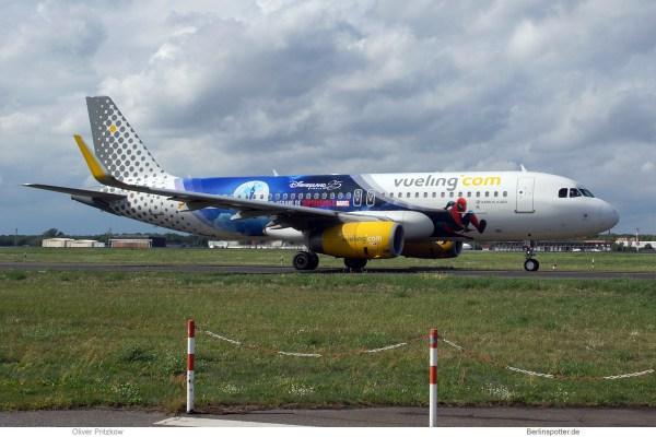 Vueling, Airbus A320-200(SL) EC-MYC, Disneyland Paris (TXL 18.8.2019)