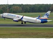 SunExpress, Boeing 737-800(WL) TC-SNO, 30 years-Sticker (TXL 20.10.2019)