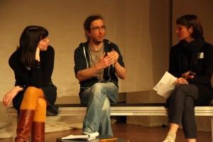 homas Müller mit den Moderatorinnen Marion Czogalla, Silvia Vormelker. Bild: Tom Ben Guischard.