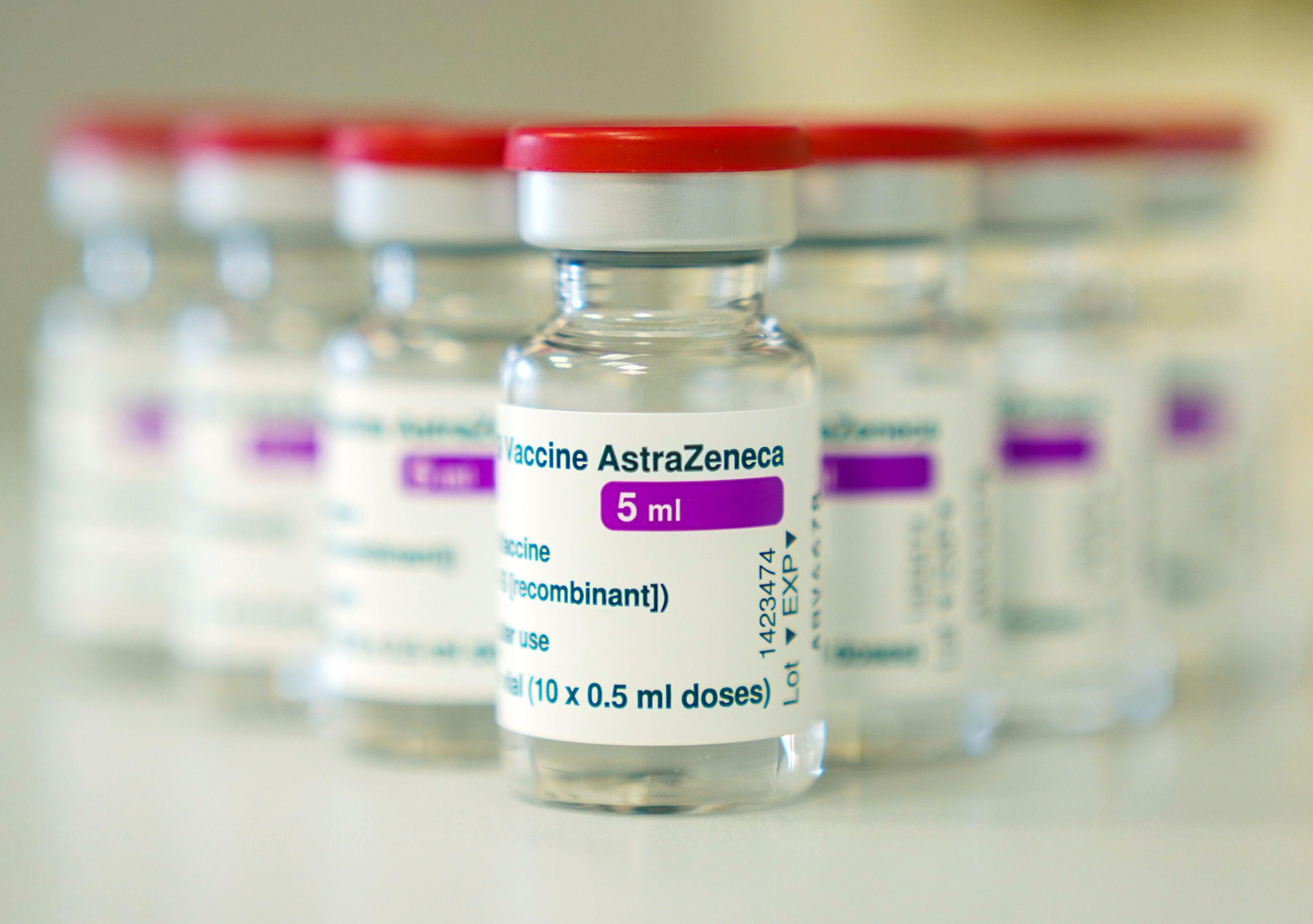 https www berliner zeitung de news astrazeneca kuerzt impfstoff nachschub fuer eu erneut drastisch li 145854