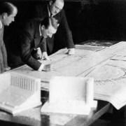 Hitler e Speer ©Bundesarchiv, Bild 146-1971-016-31 / CC-BY-SA 3.0https://it.wikipedia.org/wiki/Albert_Speer#/media/File:Bundesarchiv_Bild_146-1971-016-31,_Albert_Speer,_Adolf_Hitler,_Architekt_Ruff.jpg