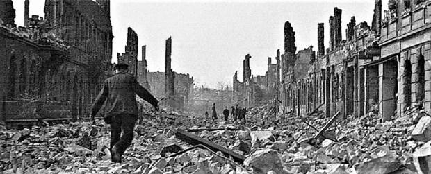 Risultato immagini per dresda bombardamento