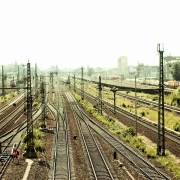 Binari, https://pixabay.com/it/photos/gleise-berlino-treno-sig-rosa-1843790/, beeble, CC0