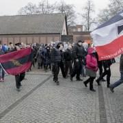 neonazisti, Antifaschistisches Nachrichte,https://www.flickr.com/photos/afnpnds/26195037848/in/photolist-FULq8A-gzZEBR-aUM8KV-CQHzo-RtLhVt-gzZAF7-235a5u4-9yWpe4-8SYK5r-5Thg5c-gzYEA3-gzYiJJ-GiF6kN-gzZqSg-CQHyr-gzZYDc-9tDRFB-Eownje-24nuoq3-CQHzS-CQHtN-24rtB1F-CQHvW-9tDJWv-9tGFeC-9tDT9k-ExwdCM-9tDBGK-CQnSU-CQHy4-GiGFGw-K6Mp2M-gzYCvG-gA1amK-wAtE1K-2dRgypa-9tDt7k-255zZF5-K6MQnB-gzXQCC-24ntR4A-KGnTcG-gzZzJM-Vt5yPe-CQHuG-26JxzP9-24ruWoB-9tGwvA-22FgNr6-DWvzpZ, CC BY 2.0.