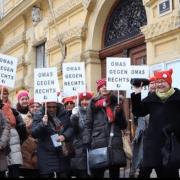 Le nonne di Omas gehen rechts in manifestazione dalla pagina Facebook ufficiale del gruppo