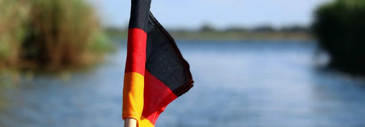 Flag C KRiemer on pixabay https://pixabay.com/it/photos/germany-flag-bandiera-nero-rosso-oro-4388171/
