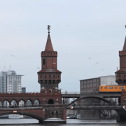 Oberbaumbrücke , https://www.youtube.com/watch?v=VansjQ8Gwpo