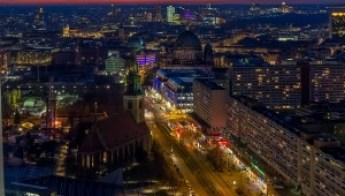 Colorful Night in Berlin © Carmen Eisbär on Flickr / CC BY-NC-SA 2.0