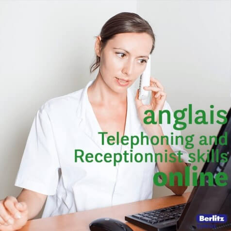 femme au téléphone parle en anglais