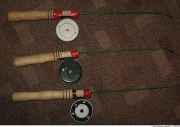 Winter fishing rod na may Coil.