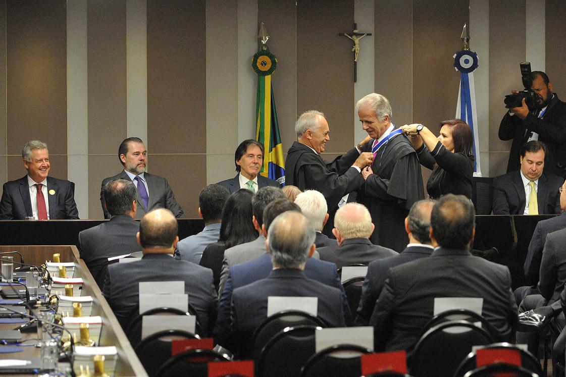 Ministro José Múcio assume presidência do TCU com prestígio dos Três Poderes