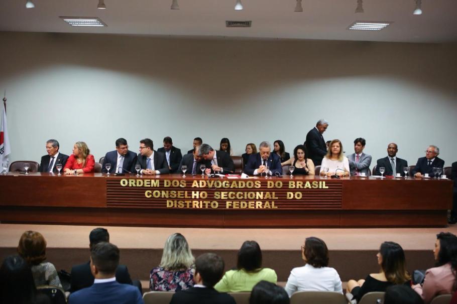OAB/DF entrega carteira a novos advogados