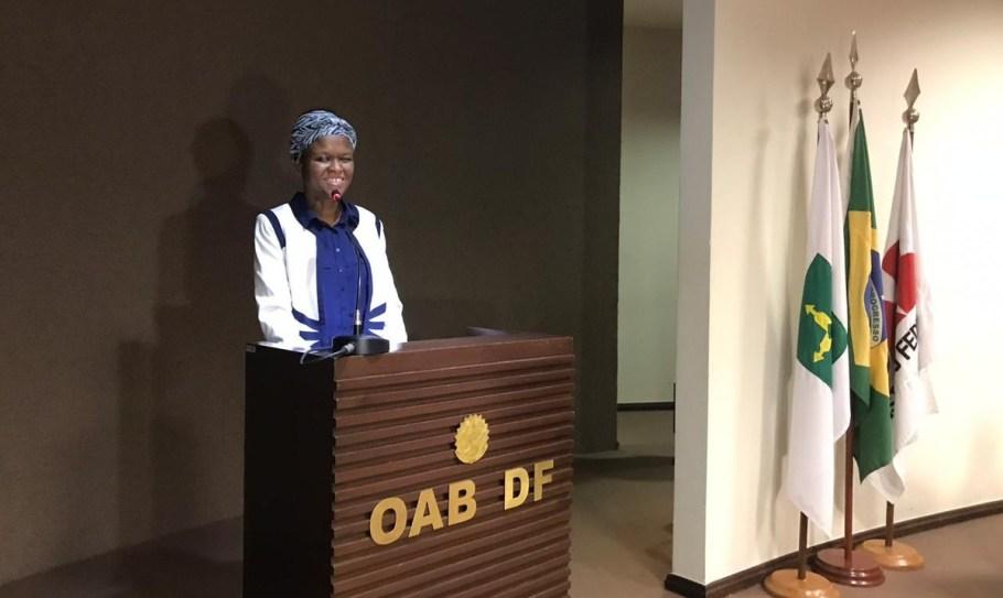 Nadine Taleis recebe carteira na OAB-DF