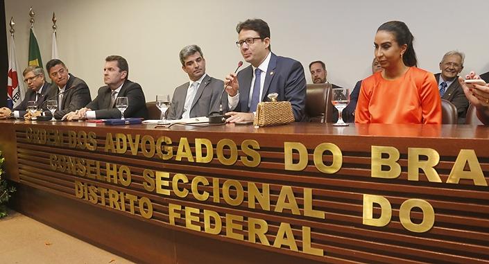 Délio Lins e Silva toma posse na presidência da OAB/DF