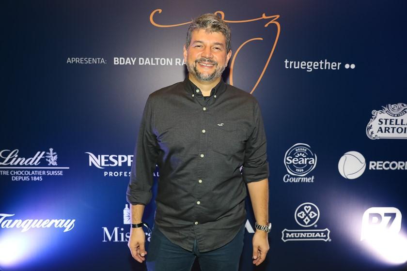 Dalton Rangel festeja sucesso pessoal e profissional no COZ - bernadetealves.com