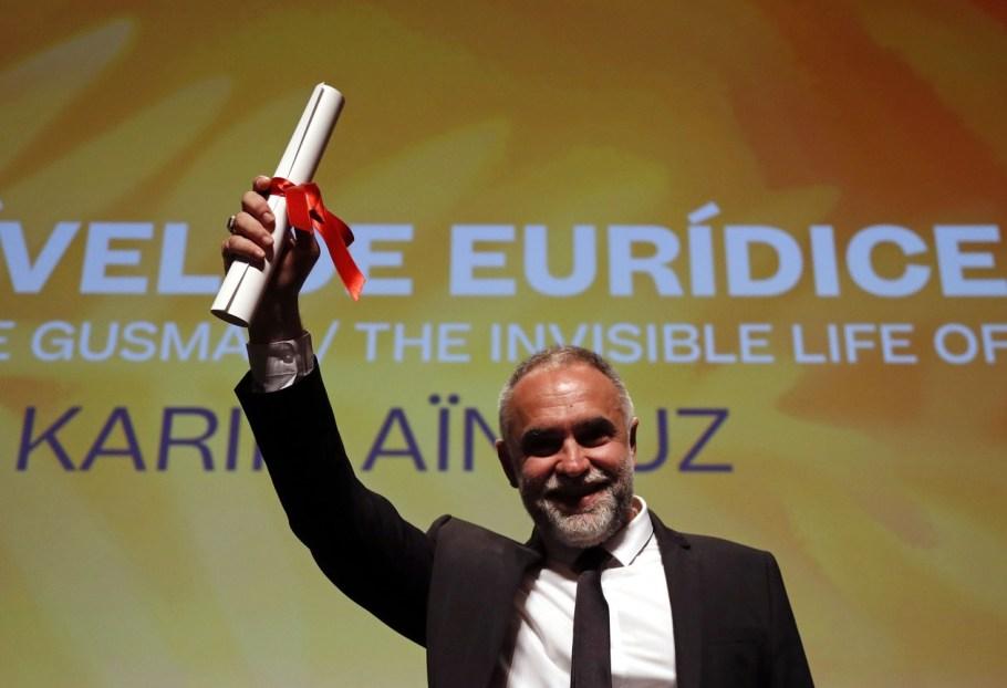 Karim Ainouz, diretor de 'A Vida Invisivel de Euridice Gusmao', recebe o prêmio da mostra Um Certo Olhar em Cannes 2019 - Bernadete Alves