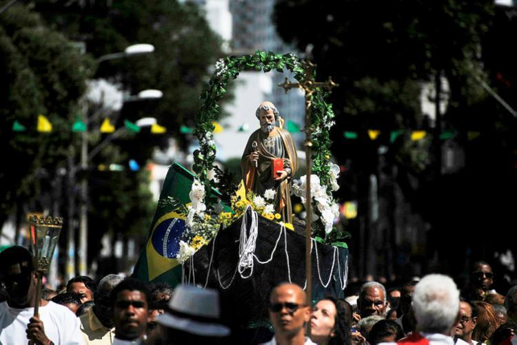 Fieis louvam São Pedro, o fundador da Igreja - Bernadete Alves