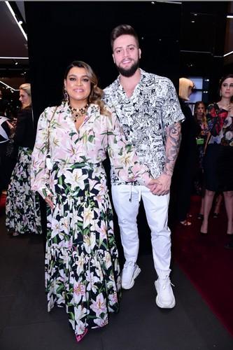 Cantora Preta Gil e Rodrigo Godoy, no lançamento oo livro Queens - Alta Moda di Dolce & Gabbana