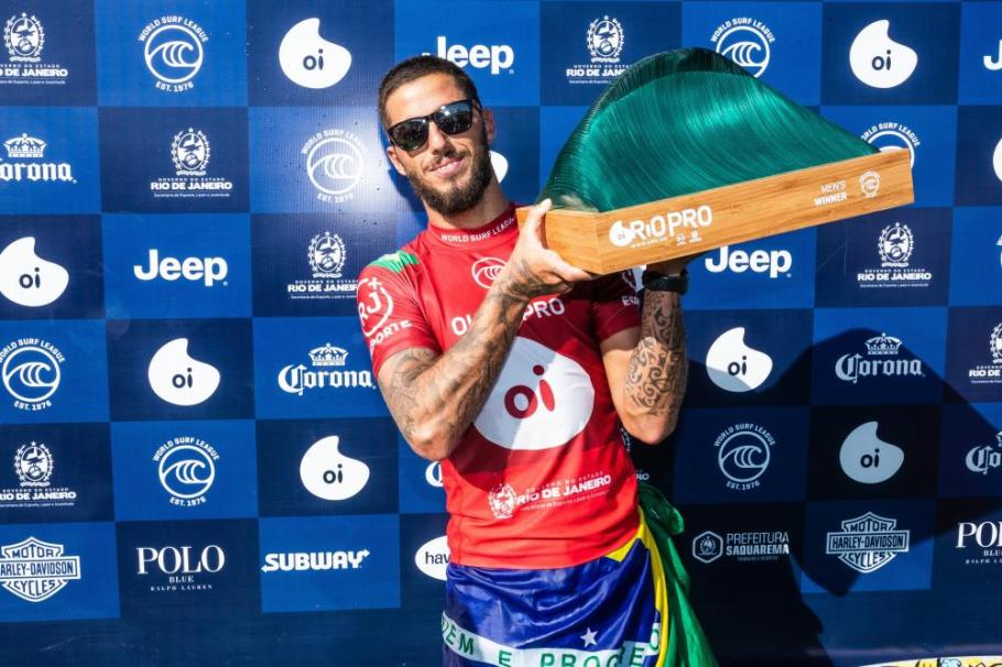 Filipe Toledo - tri no Circuito Mundial de Surfe - Bernadete Alves