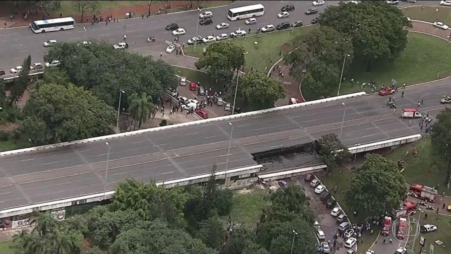 Viaduto do Eixão Sul- que desabou têm trânsito liberado pelo GDF - Bernadete Alves