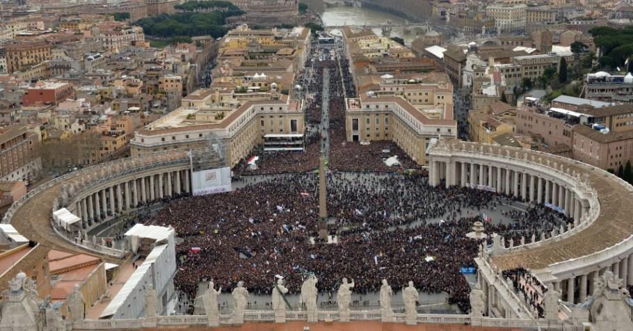 Praça São Pedro - Vaticano - Papa Francisco - Bernadete Alves