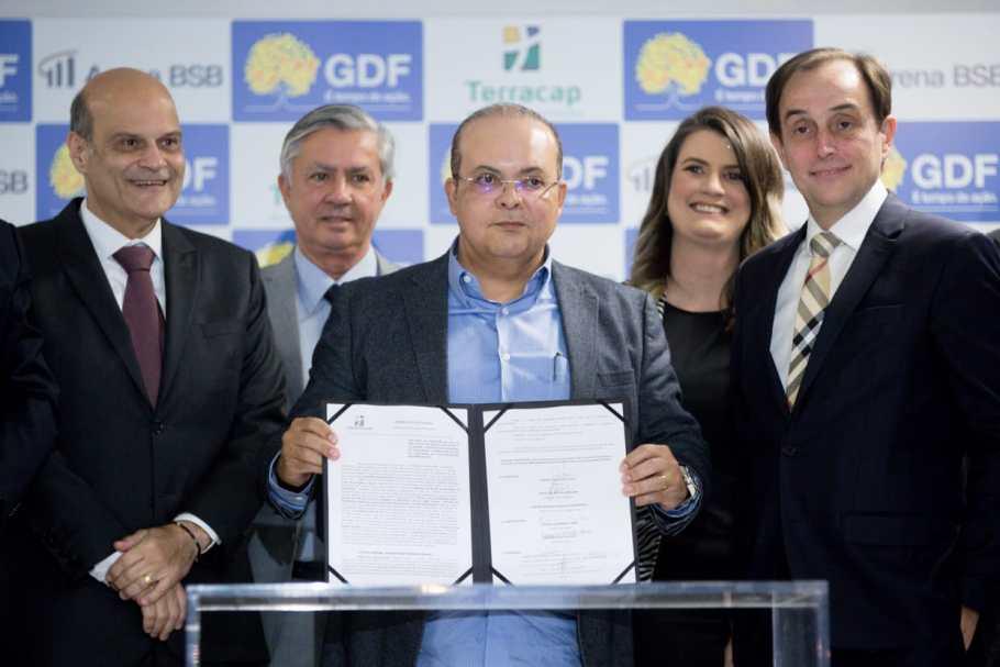 Ibaneis assina contrato de concessão do ArenaPlex - Bernadete Alves