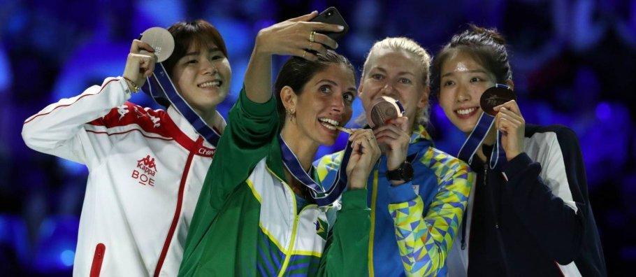 Brasileira Nathalie Moellhausen conquista ouro em Campeonato Mundial de Esgrima - Bernadete Alves