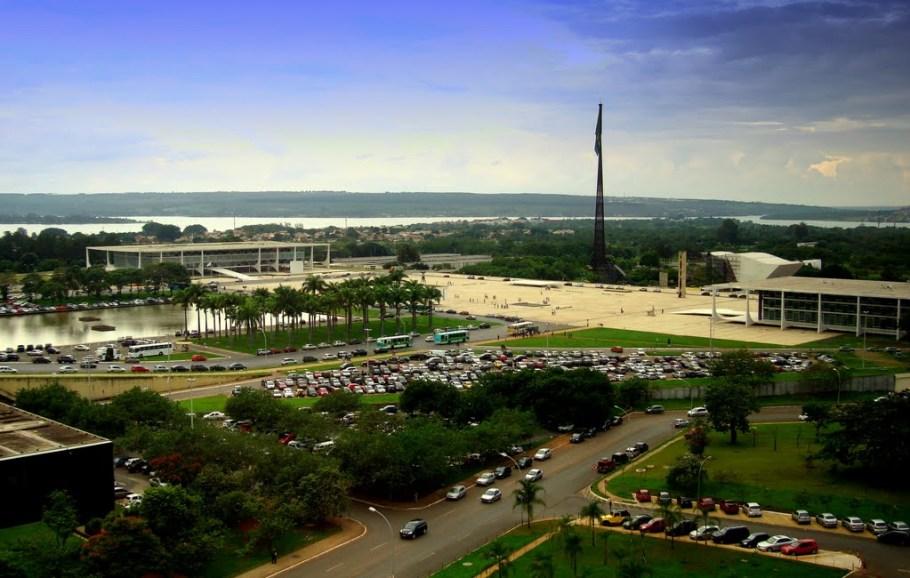Praça dos Três Poderes - Congresso Nacional - Jardim das Palmeiras, STF e Palácio do Planalto - Bernadete Alves
