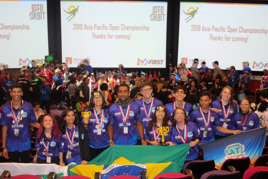 Alunos do SESI -DF ganham Torneio Internacional de Robótica - Bernadete Alves