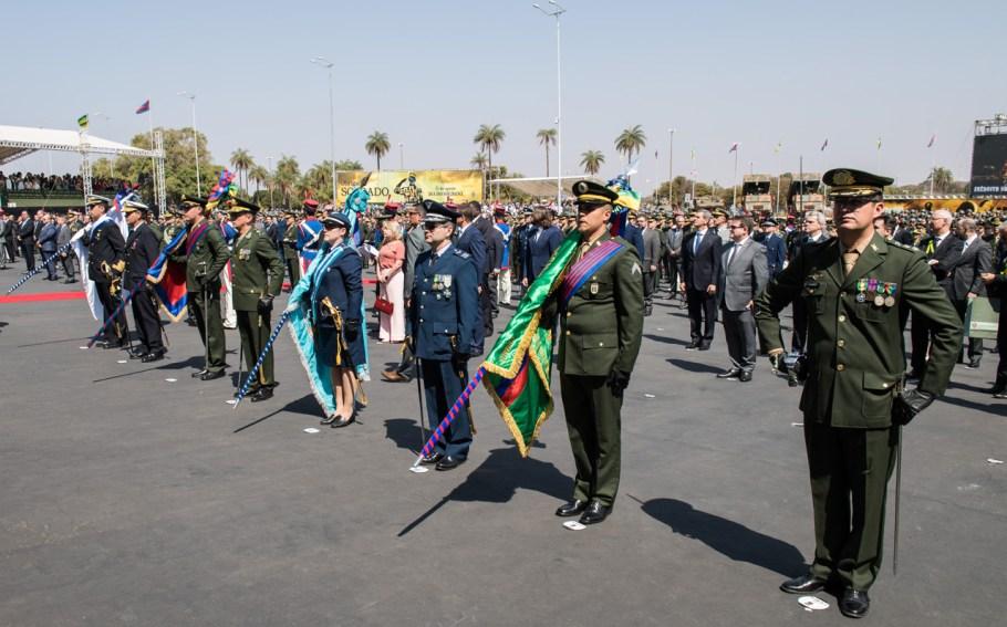 Exército Brasileiro festeja Dia do Soldado com entrega de Medalhas e desfile - Bernadete Alves