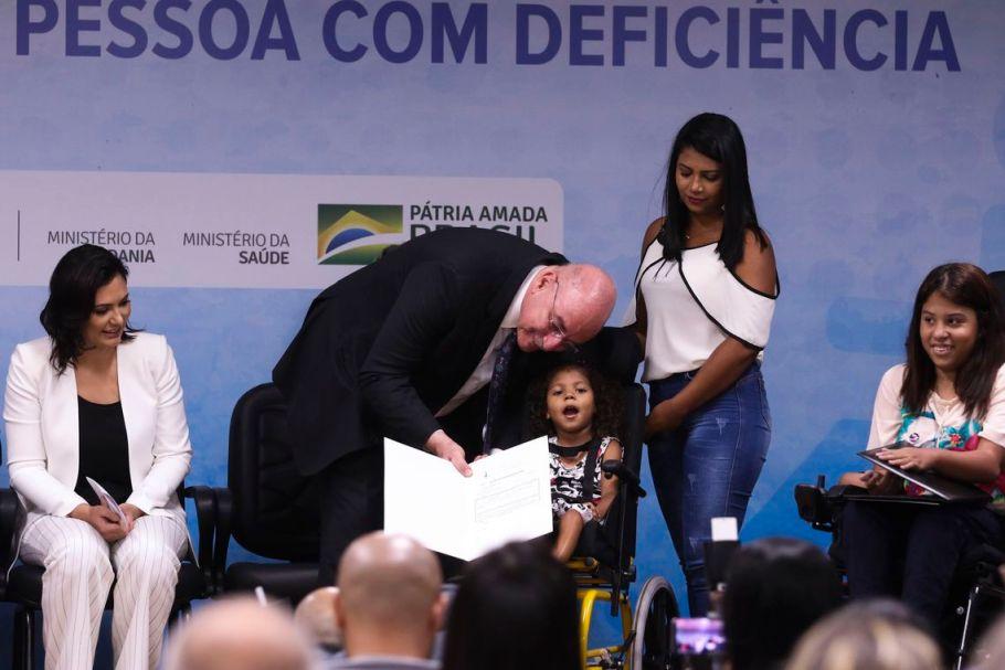 Primeiras-Damas participam de entrega de cadeiras de rodas - Bernadete Alves