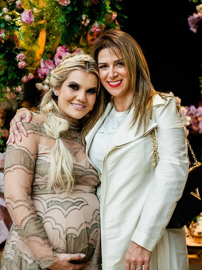 Isadora com Juliana Sabino