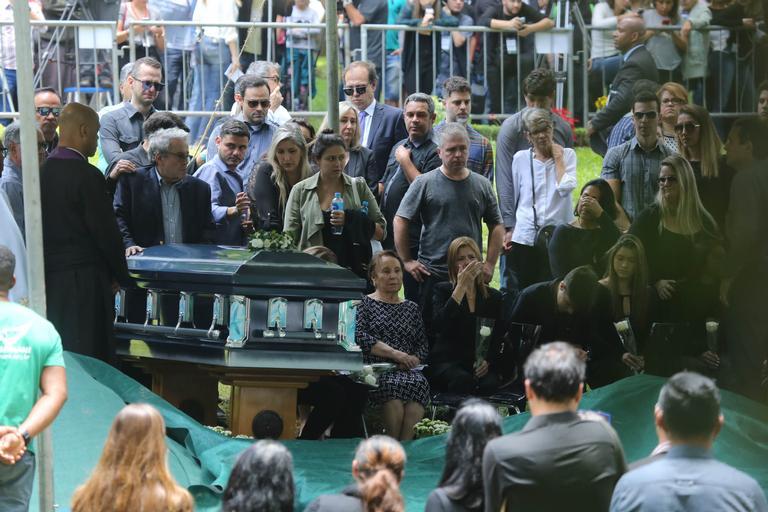 O adeus a Gugu Liberato - Bernadete Alves