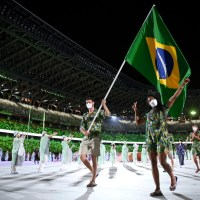 Time Brasil desfila na Cerimônia de Abertura de Tóquio com dois porta-bandeiras