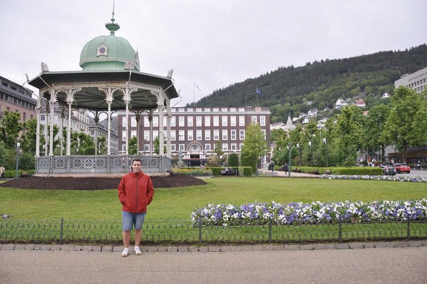 Bergen'e ne zaman giderseniz gidin yağmurluk ve şemsiye hep olsun!